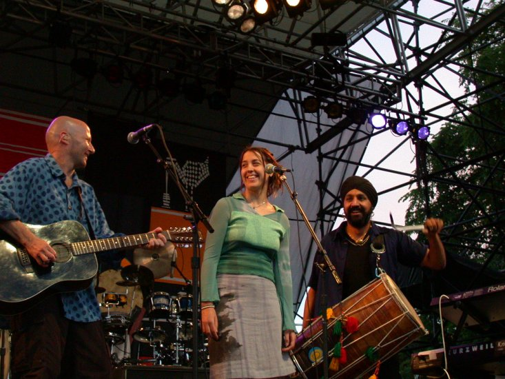 David Rhodes, Melanie Gabriel, and Johnny Kalsi at WOMAD 2001, photo by Danette Davis