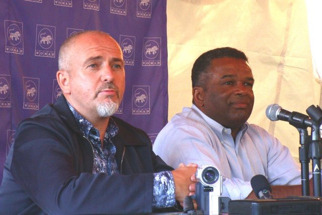 WOMAD 2001 press conference, Peter Gabriel and Ron Sims, photo by Danette Davis