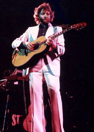 Dave Cousins on stage, 1975