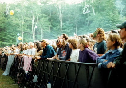 Audience of a 1995 Phish concert