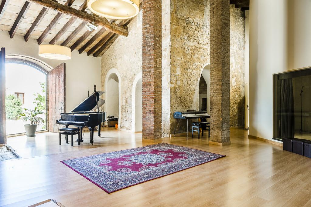 Inside La Casa Murada