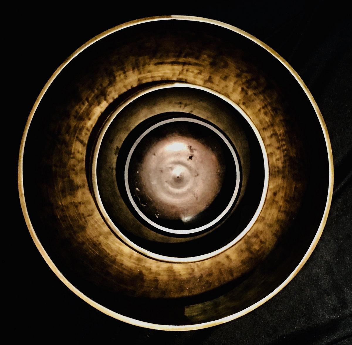 Serena Gabriel & Steve Roach — Tibetan Bowl Meditation